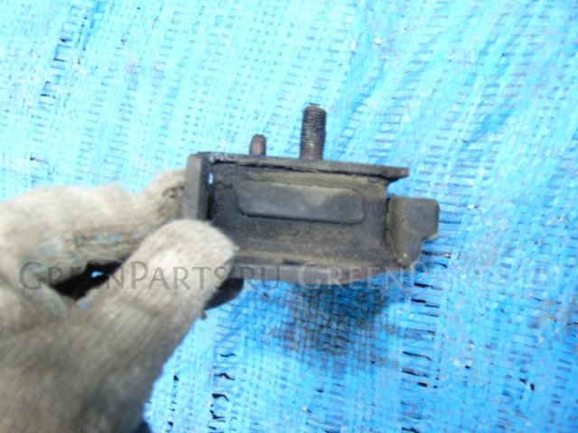 Подушка двигателя на Toyota Hiace LH51 2L-T