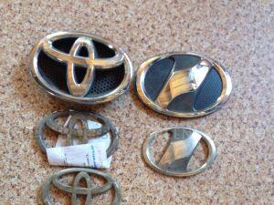 Эмблема на Toyota Camry ACV40, ACV45 , GSV40