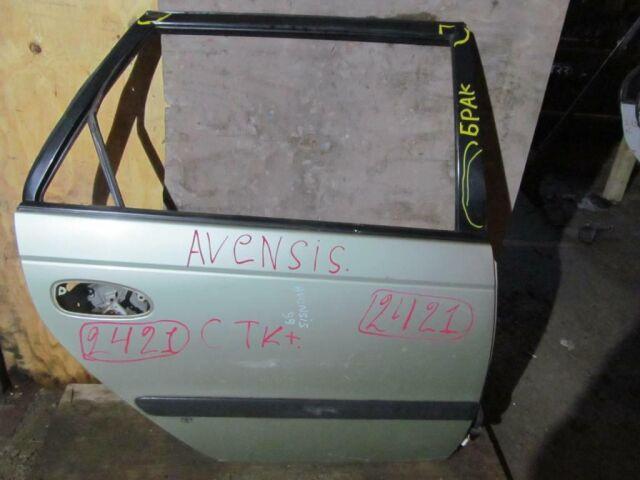 Дверь на Toyota Avensis T220