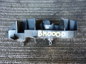 Крепление бампера на Toyota Corolla Axio NZE141 52563-12050