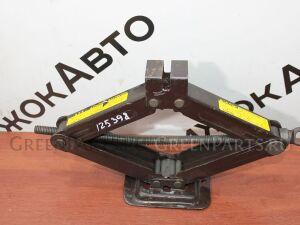 Домкрат на Toyota 125 398