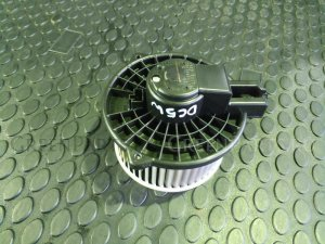 Мотор печки на Mazda Verisa DC5W ZYVE