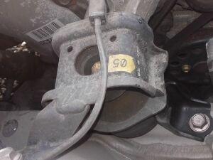 Подушка двигателя на Toyota Corolla NZE121 1NZ