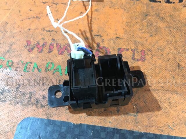 Кнопка корректора фар на Nissan Cube Z12