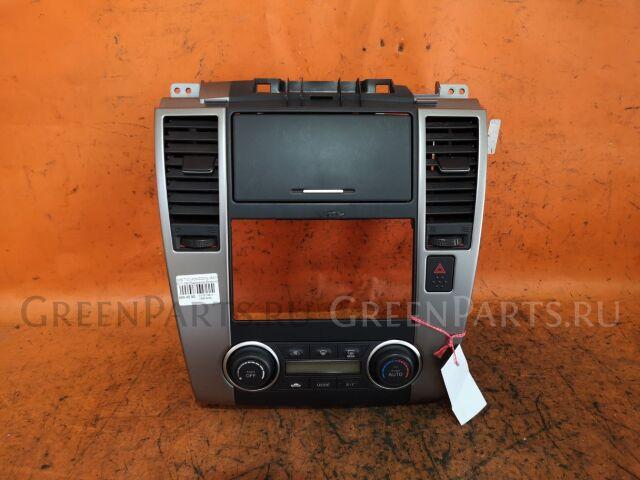 Консоль магнитофона на Nissan Tiida C11