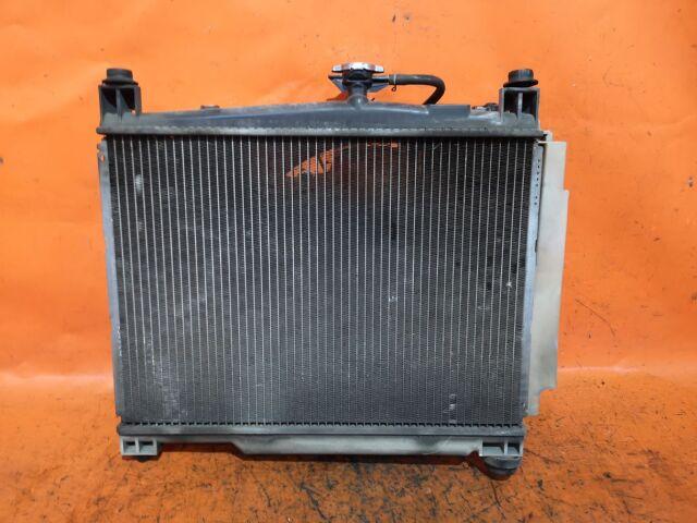 Радиатор двигателя на Toyota Platz SCP11 1SZ-FE