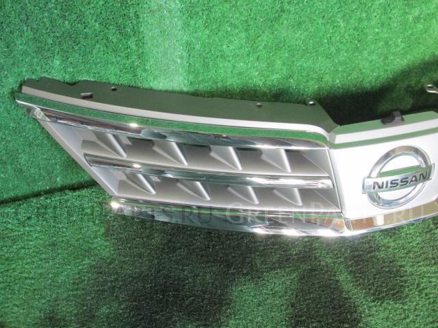 Решетка радиатора на Nissan Tiida Latio SC11 HR15DE