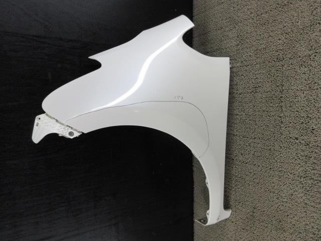 Крыло переднее на Toyota Ractis NCP100 1NZ-FE