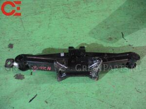 Домкрат на Toyota Corolla Spacio NZE121