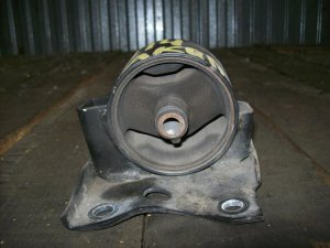 Подушка двигателя на Nissan U14/P11 QG18