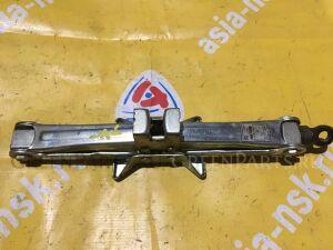 Домкрат на Toyota Chaser/Cresta/Mark II JZX90 09111-22060