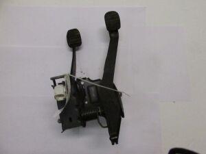 Педаль тормоза на Renault Sandero